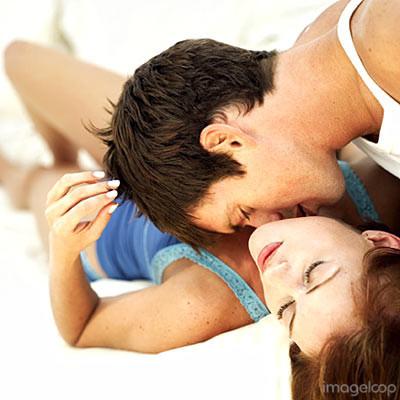 man-woman-kiss-bed-400a061807.jpg