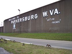 Parkersburg_West_Virginia_floodwall.jpg