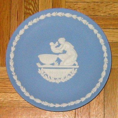 wedgwood_jasperware_plate_mothers_day_achilles.jpg