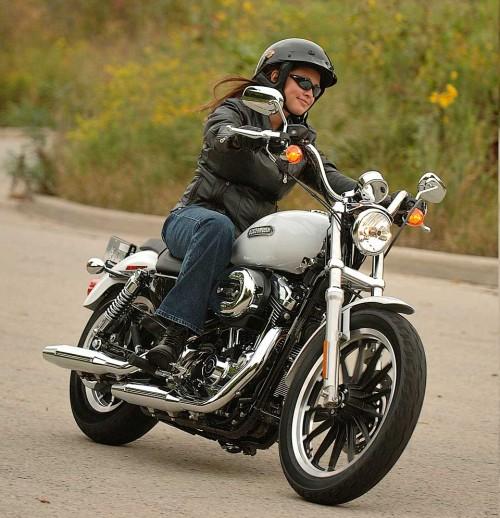 women-riding-harley-davidson.jpg