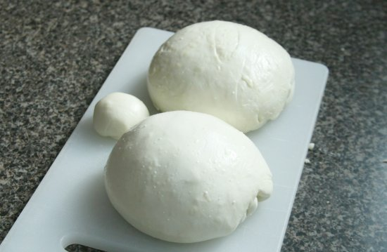 mozzarella-finished-balls-large-photo.jpg