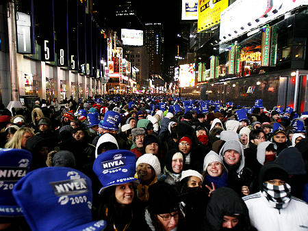 times-sq-crowd.jpg
