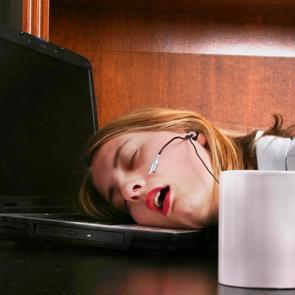 asleep-computer-istock-de.jpg