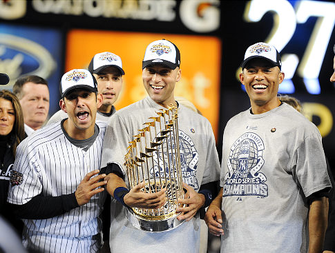 yankees_trophy_smile.jpg