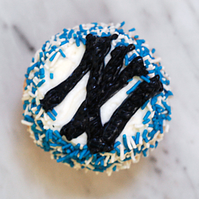 Yankees.cupcake.2.jpg