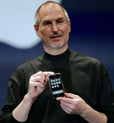 steve-jobs-with-iphone-2.jpg